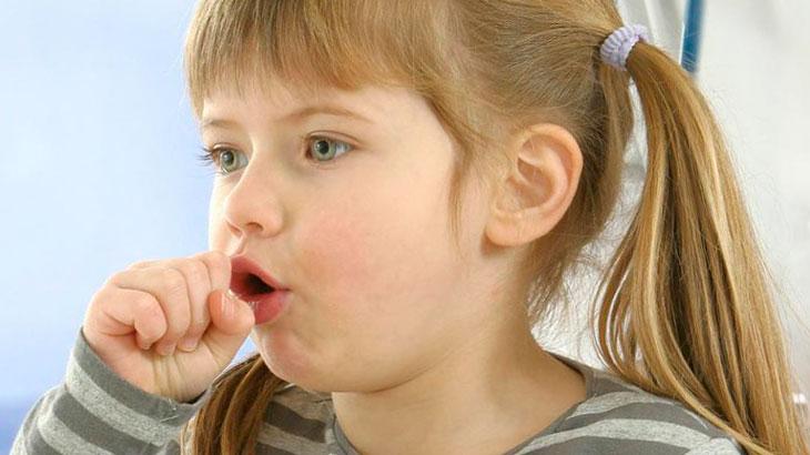 علائم سرفه در کودکان نوپا