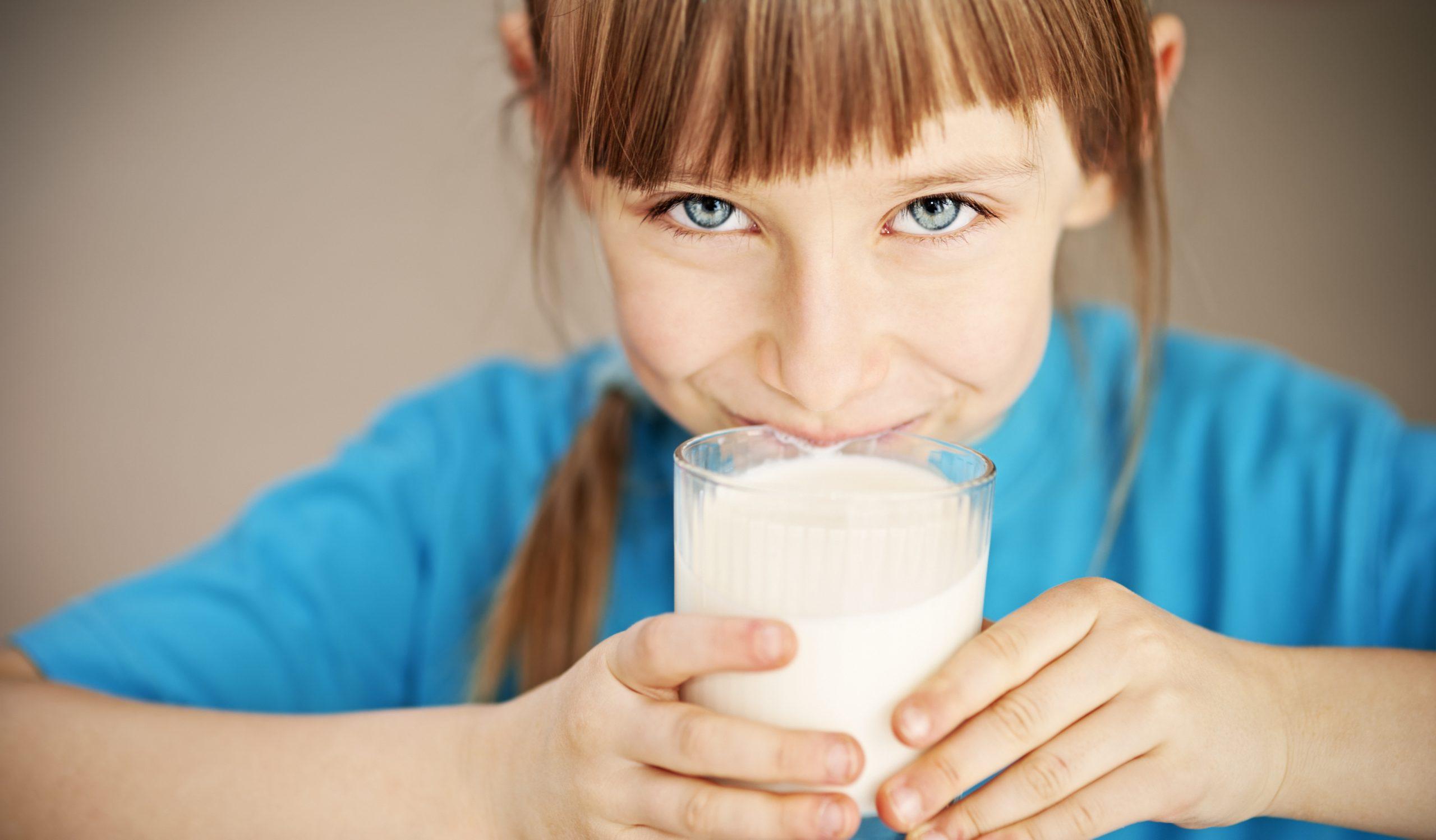 اهمیت و خواص شیر برای کودکان