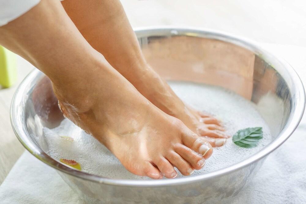 درمان سردی پا ها با پاشویه