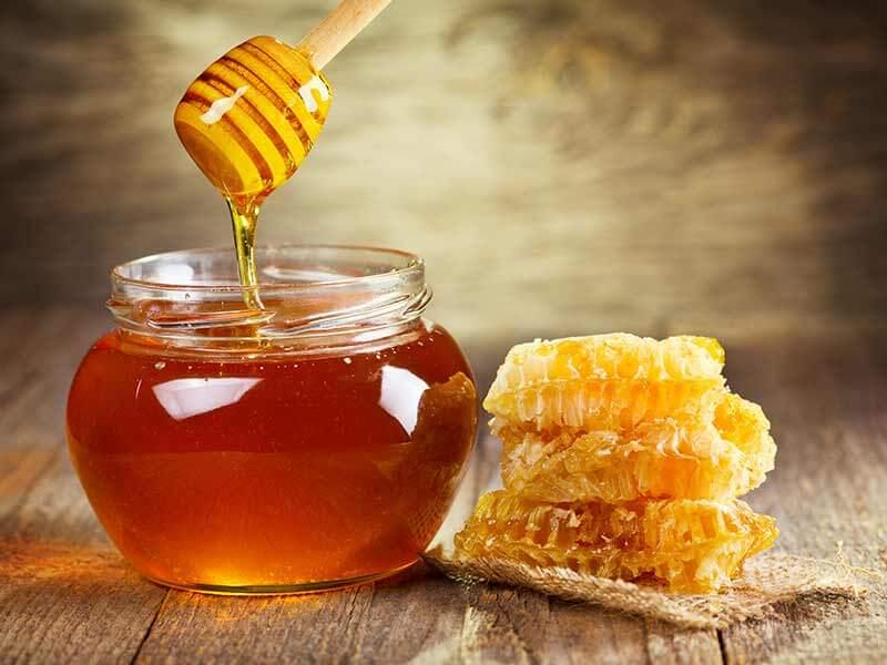 درمان های خانگی نیش پشه با عسل