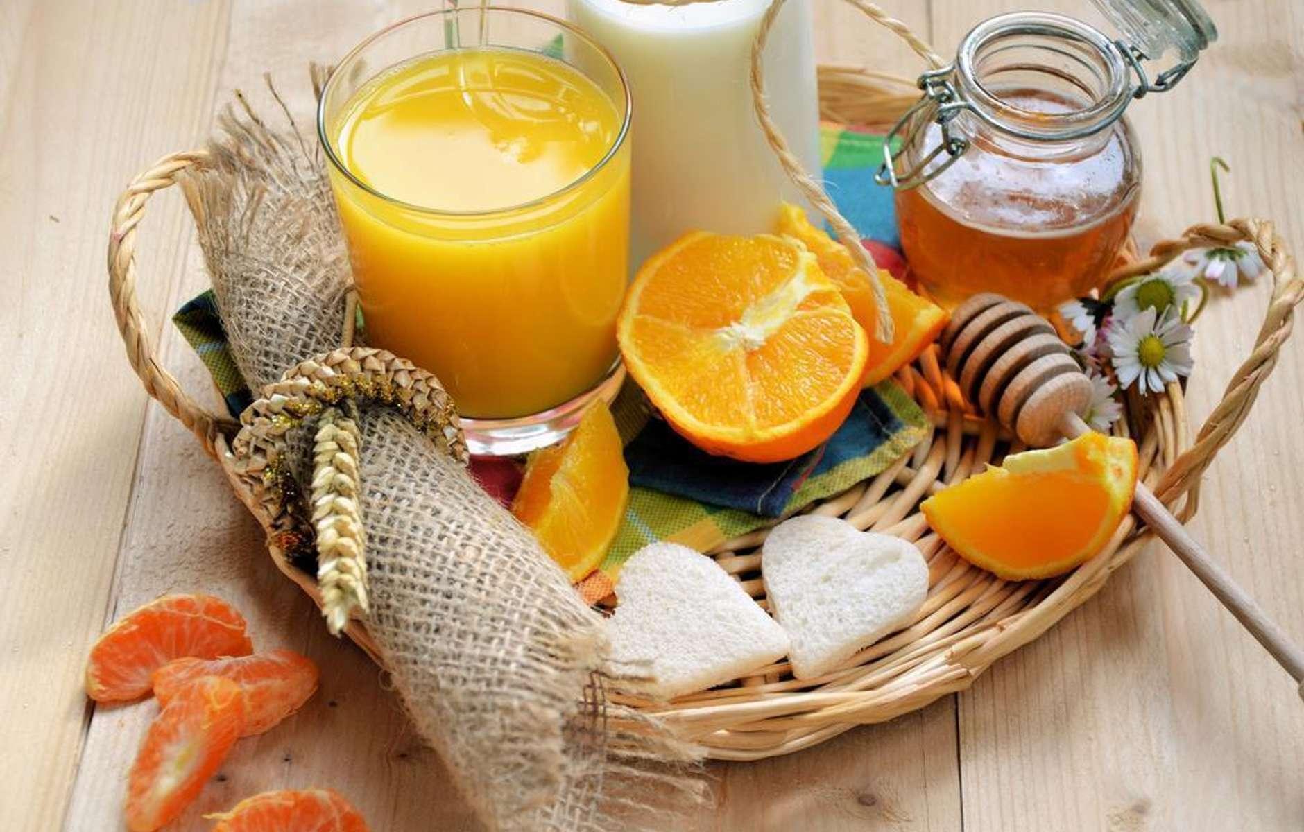 آب پرتقال برای درمان پاشنه خشک و ترک خورده