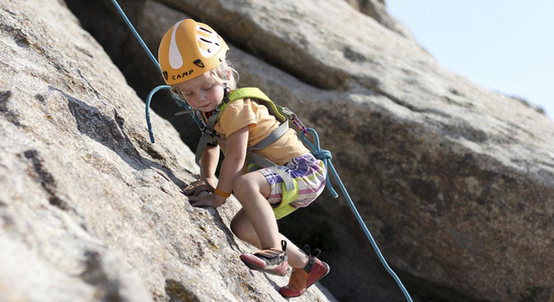 صخره نوردی برای کودکان در طبیعت