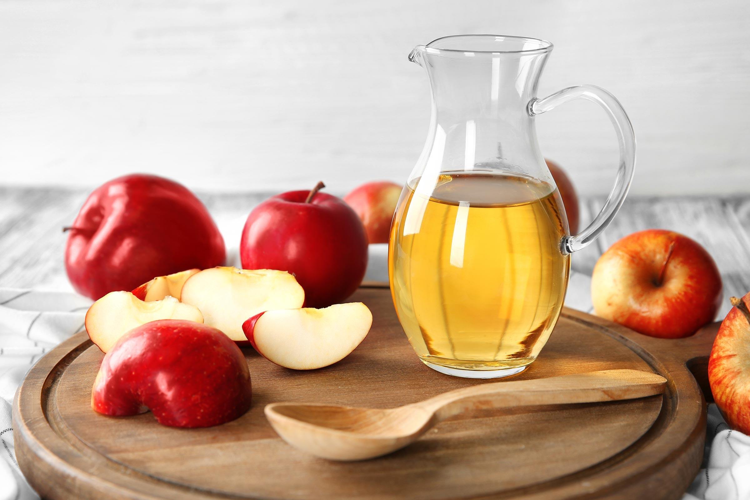 جلوگیری از جوش بعد از اصلاح با سرکه سیب