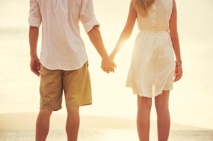 چرا شوهرم بهم نمیگه دوستت دارم چون این رابطه هنوز جدید است