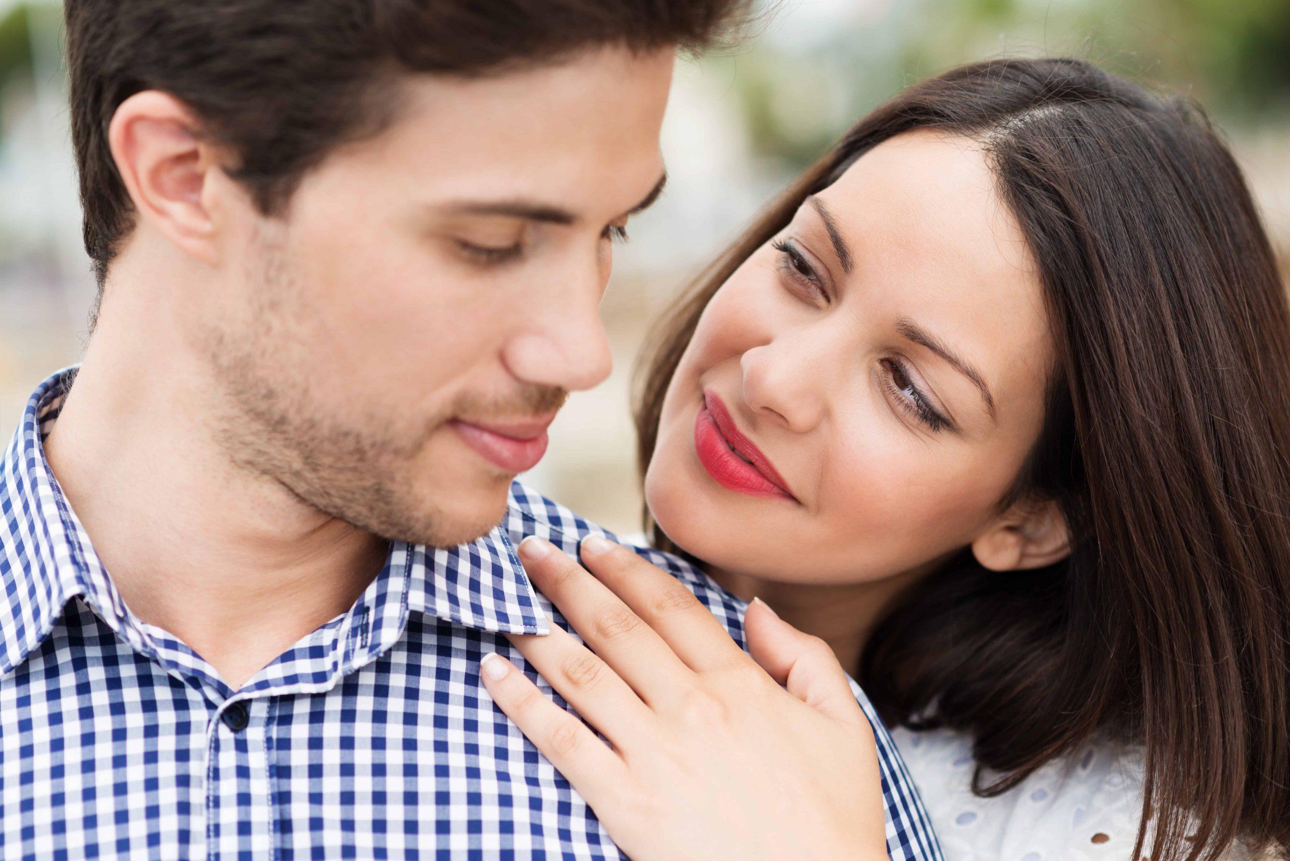 برای وابسته کردن شوهر از او حمایت کنید