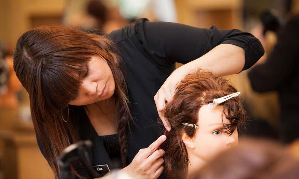 همه چیز درباره ورود به بازار کار آرایشگری